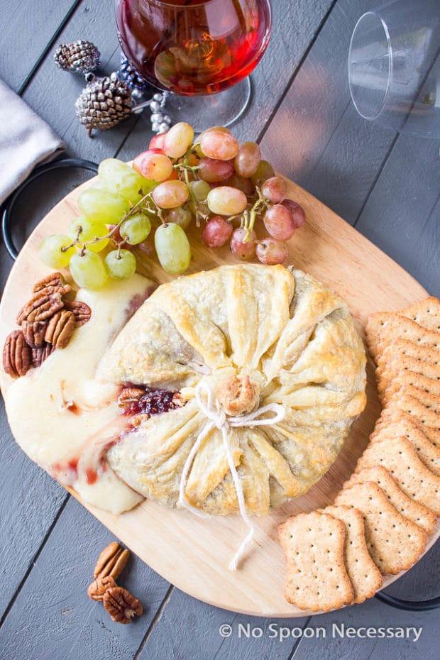 Raspberry Pecan Brie en Croute-180