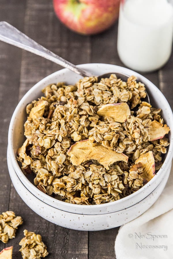 cinnamon-apple-pie-granola-120